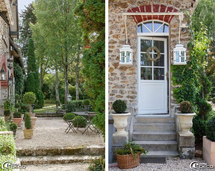 e-magDECO : Magazine de décoration: « Le Clos Saint Fiacre ». Love the Front Door and Wreaths