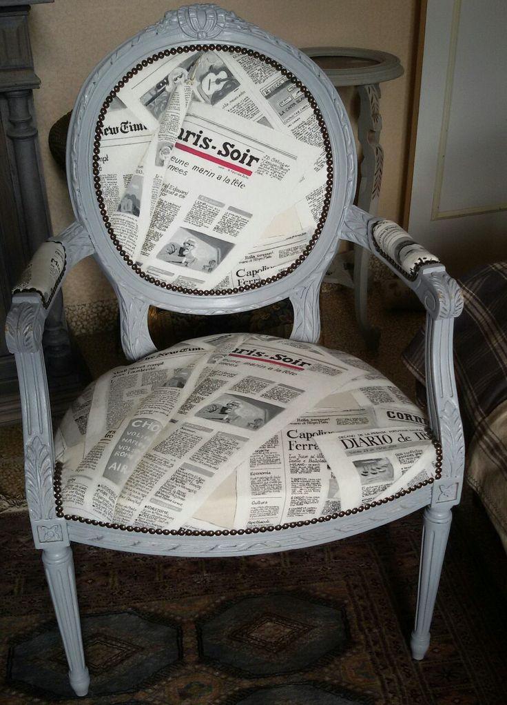 Cabriolet réalisé dans les règles de l'art.Tissu tendance: papier journal , peinture grise Allure classique et chic Prix : 420€ Par : Les meubles de Cathy 0624250212 www.les-meubles-de-cathy.fr