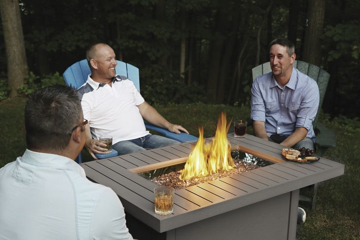 A stylish linear design sets the Napoleon Hamptons Rectangle Patioflame® Table apart from the rest. The beachy – outdoors feel of the lines, and driftwood color match any décor. Gather round and relax in front of the beautiful dancing flames.