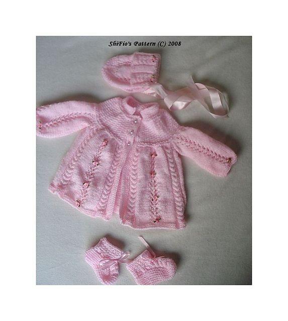 Ravelry: Kabel RoseMatinee baby strikkeoppskrift # 99 mønster av ShiFio sin Patterns