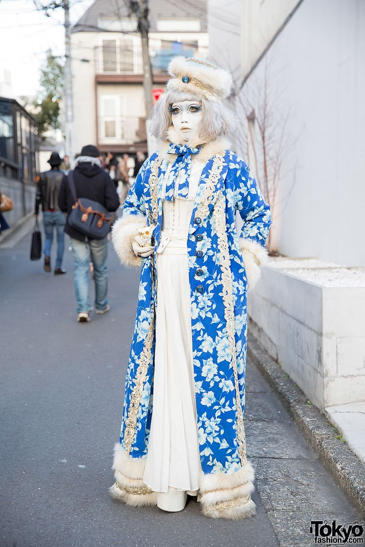tokyo-fashion:  Japanese shironuri artist Minori on the street in Harajuku weari…