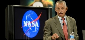 Asteroid capture: NASA plans to drag space rock into lunar orbit NASA Administrator Charles Bolden dropped by JPL on Thursday to outline the agency's plans to capture an asteroid, and to look at a model of a powerful new ion thruster that has enough strength to drag a space rock into orbit around the moon. [...]