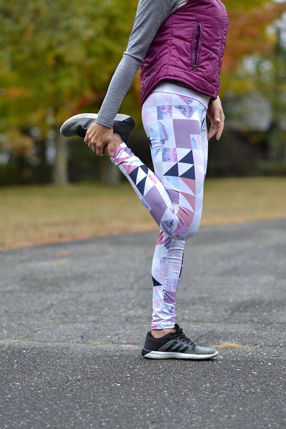 Leggings de sport ou de yoga mauve et rose avec aquarelle