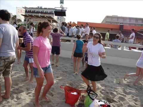 Addio al nubilato sulla spiaggia in discoteca Papete, Milano Marittima