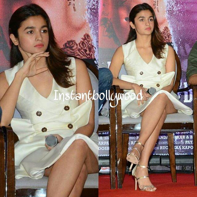 Alia Bhatt looking stunning at the press meet of her upcoming movie #UdtaPunjab. @INSTANTBOLLYWOOD ❤❤❤❤ . . #Instabollywood #instantbollywood #bollywood #india #indian #desi #mumbai #delhi #noida #gurgaon #bangalore #chennai #cochin #ahmedabad #rajkot #chandigarh #ludhiana #amritsar #moga #jalandhar #aliabhatt #shahidkapoor #diljitdosanjh #udtapunjab @BOLLYWOODREPORT !