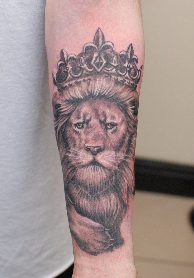 Single 3 hour session black and grey Lion with crown from Janis Kinens at hammersmith tattoo!!