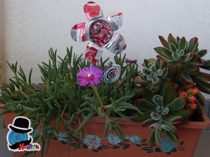 Creare un fiore segnaposto con una lattina di alluminio per impreziosire la tua tavola o semplicemente decorare una piantina senza fiori. Sicuramente un riciclo creativo divertente e facile facile!!!