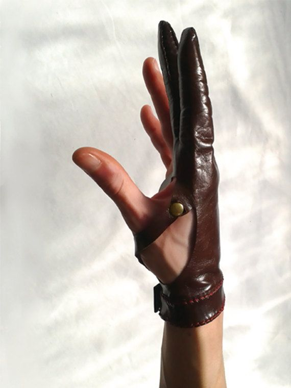 leather glove Archer style by SvartaLader on Etsy, €35.00