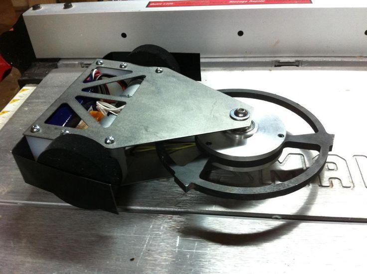 COMBAT ROBOT Robo-Rooter 3lb robot Interesting wheel choice & has a horizontal spinner weapon.