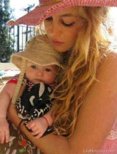 Paulina Rubio viajó a Miami para festejar el segundo cumpleaños de su hijo - http://www.leanoticias.com/2012/11/19/paulina-rubio-viajo-a-miami-para-festejar-el-segundo-cumpleanos-de-su-hijo/
