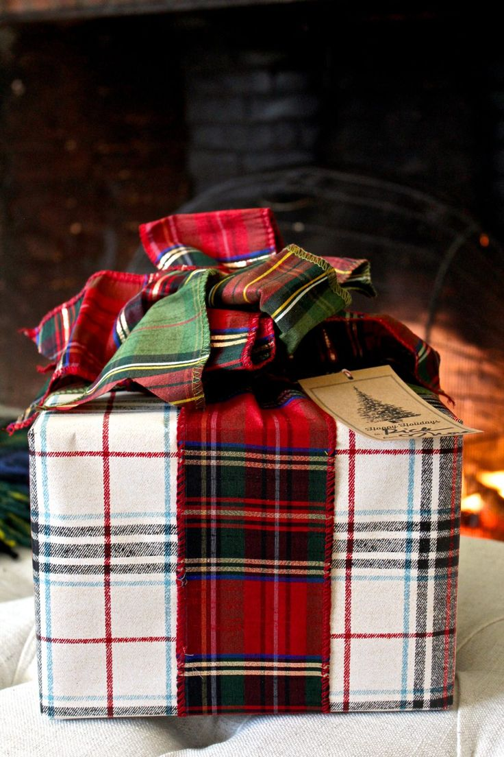 Love this flannel plaid gift wrapping | Christmas gift wrap | gift wrap