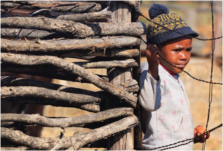 Curiosity @ Malealea, 🇱🇸 Mountain Kingdom of Lesotho...