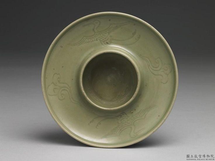 元末明初 龍泉窯 青瓷刻花雲鶴紋茶碗托