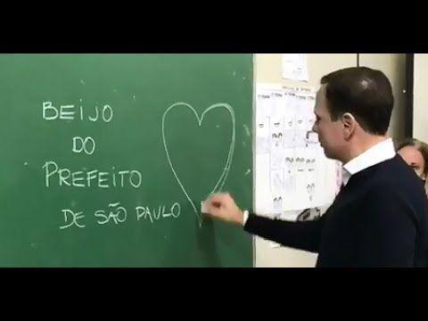 João Doria faz visita surpresa em escola municipal para deficientes auditivos no bairro da Aclimação