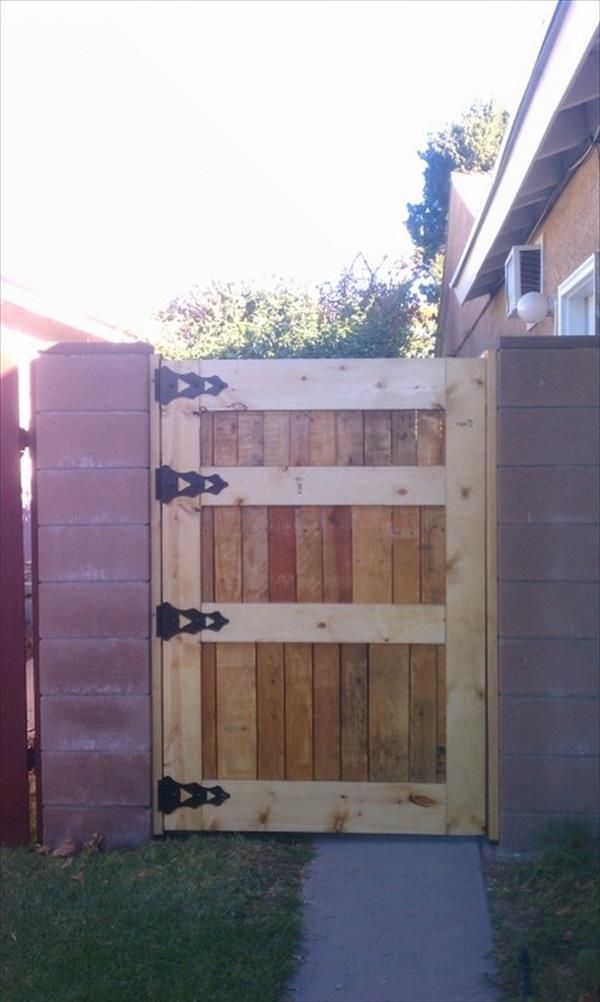1000 images about pallet doors on pinterest safety for Wood pallet fence plans