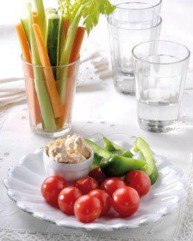 Verse groenten met pesto-geitenkaas dipsaus