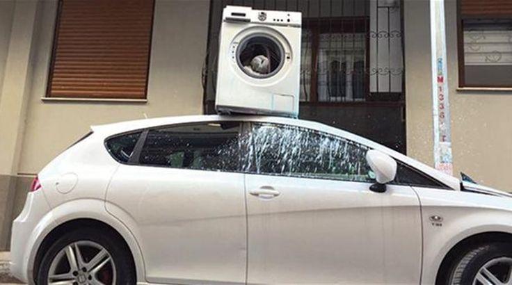 Πέταξε από το μπαλκόνι του πλυντήριο πάνω σε σταθμευμένο όχημα