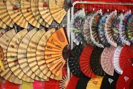 Chinese or Japanese hand held fans? Check it out at http://www.singaporecitytour.com.sg