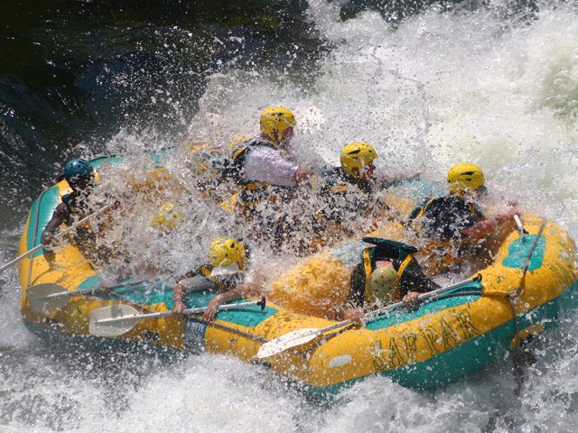 Google Image Result for http://www.zambezi.com/library/classes/phpthumb/phpThumb.php%3Fsrc%3D/media/image/safari/50/zambezi_rafting_safari.jpg