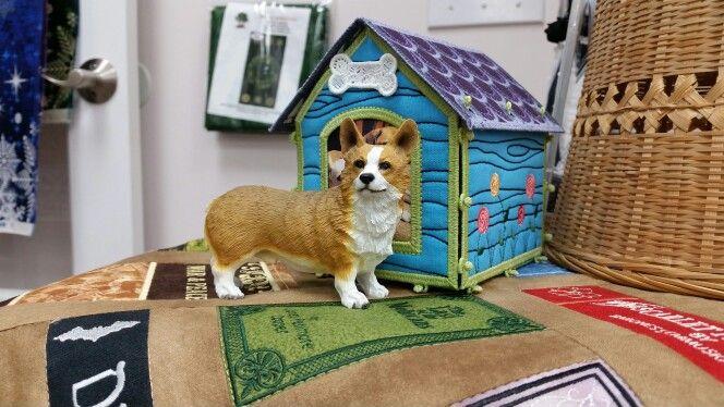 Adorable Freestanding Dog House with a miniature Corgi!