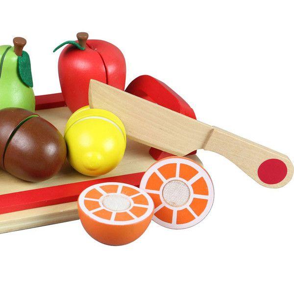 Skøn legemad i træ, i form af bakke med 6 frugter, som har velcro-bånd, så dit barn kan øve sig i at skære frugter ud, og samtidig efterligne mor og far i køkke