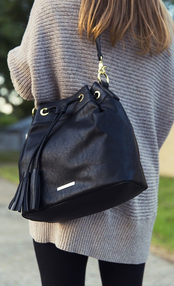 Grab-and-go style with my Liz Claiborne crossbody bucket bag