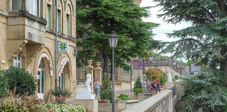 In Italië liggen officieel twee onafhankelijke staatjes: Vaticaanstad en San Marino. De miniatuurrepubliek San Marino is de oudste republiek van Europa en ligt op de kliffen van de Monte Titano. De…