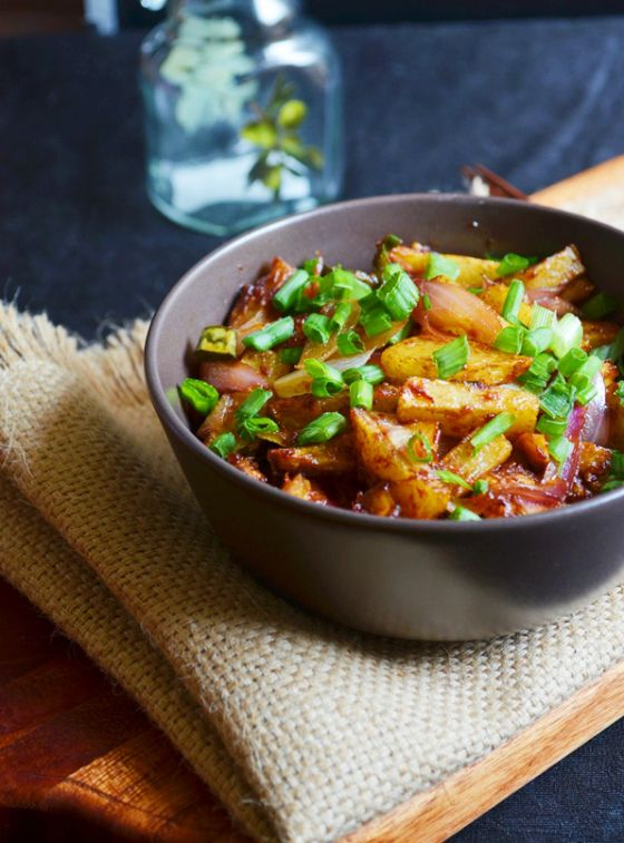 Chili potato dry, popular indo chinese street food.  Recipe @ http://cookclickndevour.com/chilli-potato-dry-recipe  #cookclickndevor #vegan #recipeoftheday #indianfood