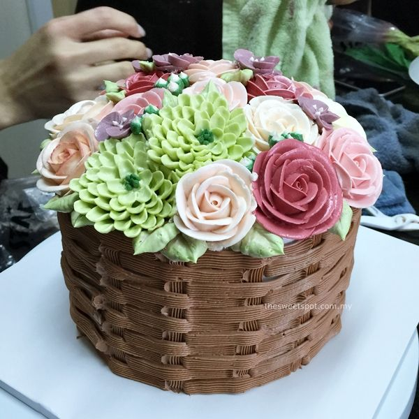 How To Make A Basket Of Flowers Cake : Best buttercream flower cake ideas on