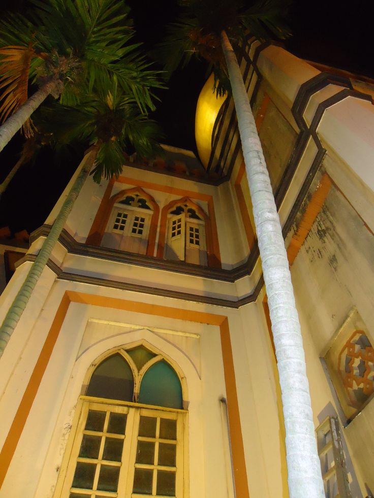 Getting up close to the Masjid Sultan, Singapore 2013