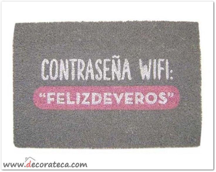 """Felpudo original con frases """"""""Contraseña wifi: """"felizdeveros"""". Decoración con frases y mensajes positivos. Felpudos originales - WWW.DECORATECA.COM"""