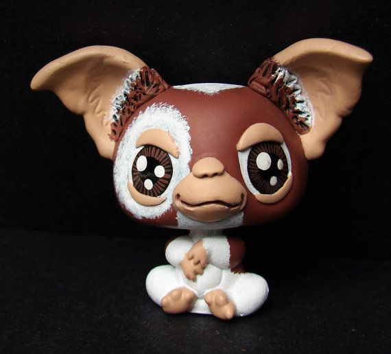 For your consideration is one LPS custom figure Gizmo based on the Gremlins movie OOAK Custom Handpainted figure For Light Play or For Display