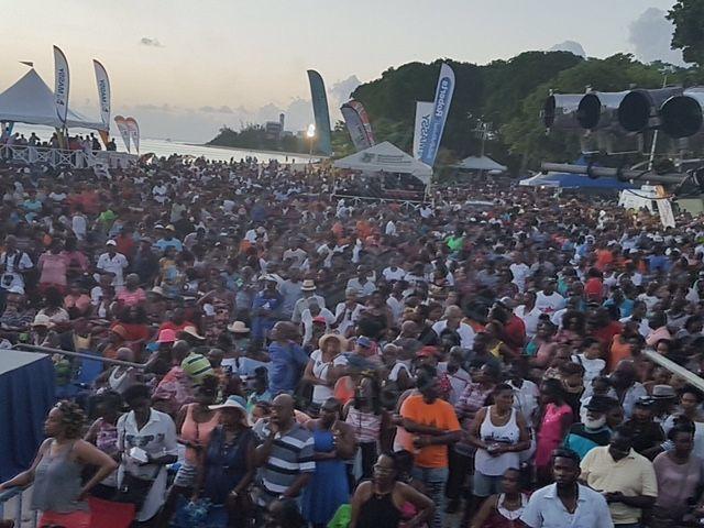 Thousands flock to Brandons Beach for Pan Pun De Sand - https://www.barbadostoday.bb/2017/07/16/thousands-flock-to-brandons-beach-for-pan-pun-de-sand/