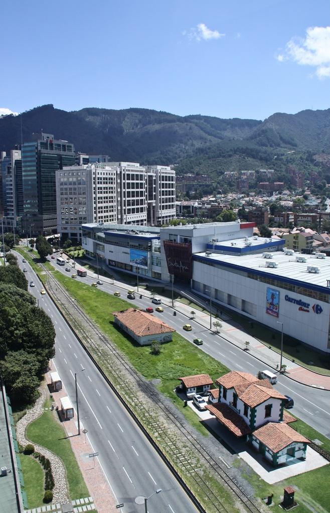 Bogota, Colombia. Carrera 9. Centro Comercial Santa Ana