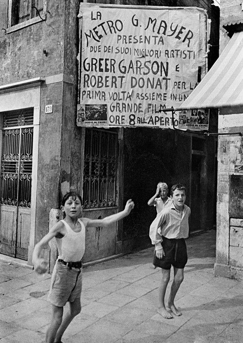 David Seymour ITALY. Naples. 1950.