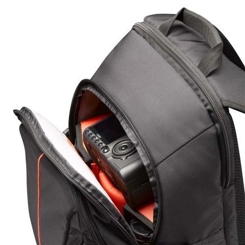 Diseñado para alojar cámaras SLR con un objetivo montado (de hasta 70-200 mm)