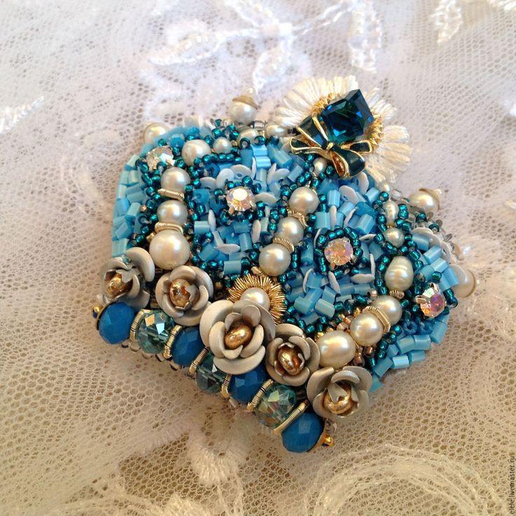 Купить Брошь Полкоролевства. - голубой, белый, морской волны, золотой, корона для принцессы, брошь-корона