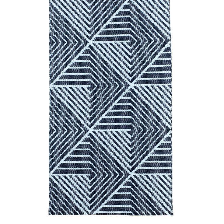 Stubbe tæppe fra Varg Designkollektiv. Et flot, enkelt og funktionelt tæppe fremstillet af...