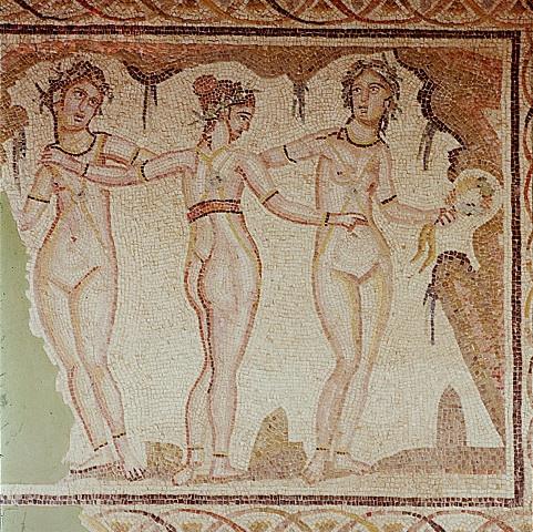 """Mosaico romano representando las """"Tres gracias"""". Siglo I a. C."""