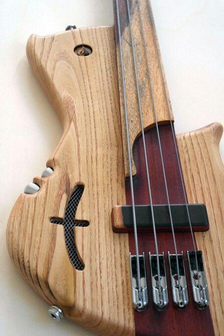 Prometeus Guitars fretless bass