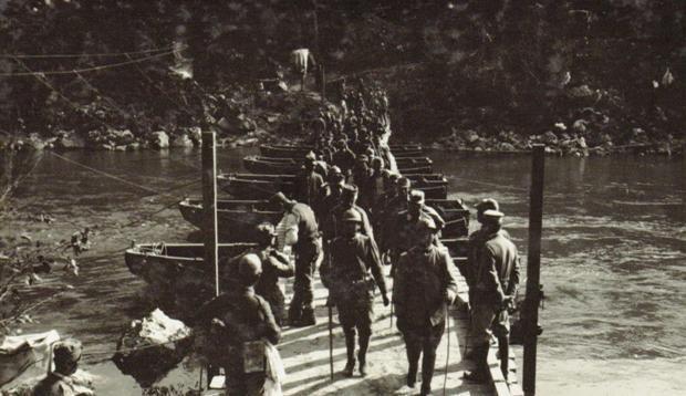 Isonzo   Ponte di barche sul fiume Isonzo presso Canale, Auzza (zona del Fratta), Museo Centrale del Risorgimento  █Centenario Prima Guerra Mondiale 2014-2018