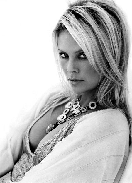 ♥Charlize Theron, Black And White, Hair Cuts, Beautiful Women, Theron Hair, Black White, Africa, Theron Beautiful, Pretty Lady