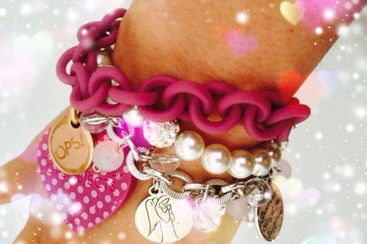 http://fashionjewelryemakeup.wordpress.com/