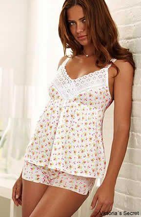 El algodón en una alternativa muy acertada para las mujeres que no les gusta lanzarse a los encajes o las transparencias. Foto: