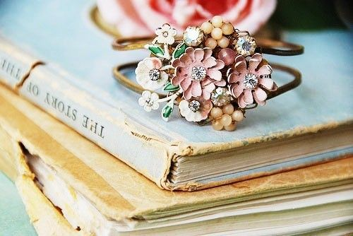 Aqua, pink, gold, vintage...: Color, Pastel Pink, Vintage Rings, Flowers Bracelets, Jewelry, Cuffs, Antiques Rings, Old Books, Flowers Rings