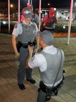 Policial forja acidente em São Paulo para pedir colega de trabalho em casamento; veja vídeo