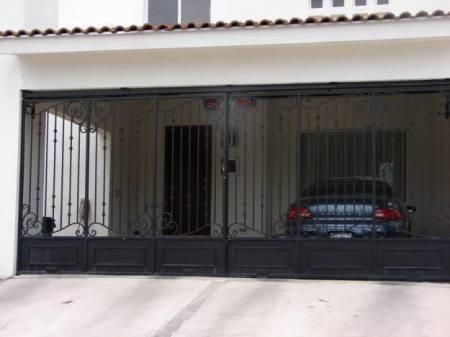 Fotos de pintura a rejas y portones de cochera fachada y - Puertas para cocheras electricas ...