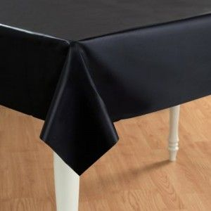 Zwart tafelkleed voor 2,99 euro (1,37 x 2,74 mtr)