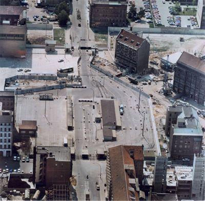 Grenzanlage am Checkpoint Charlie um 1980