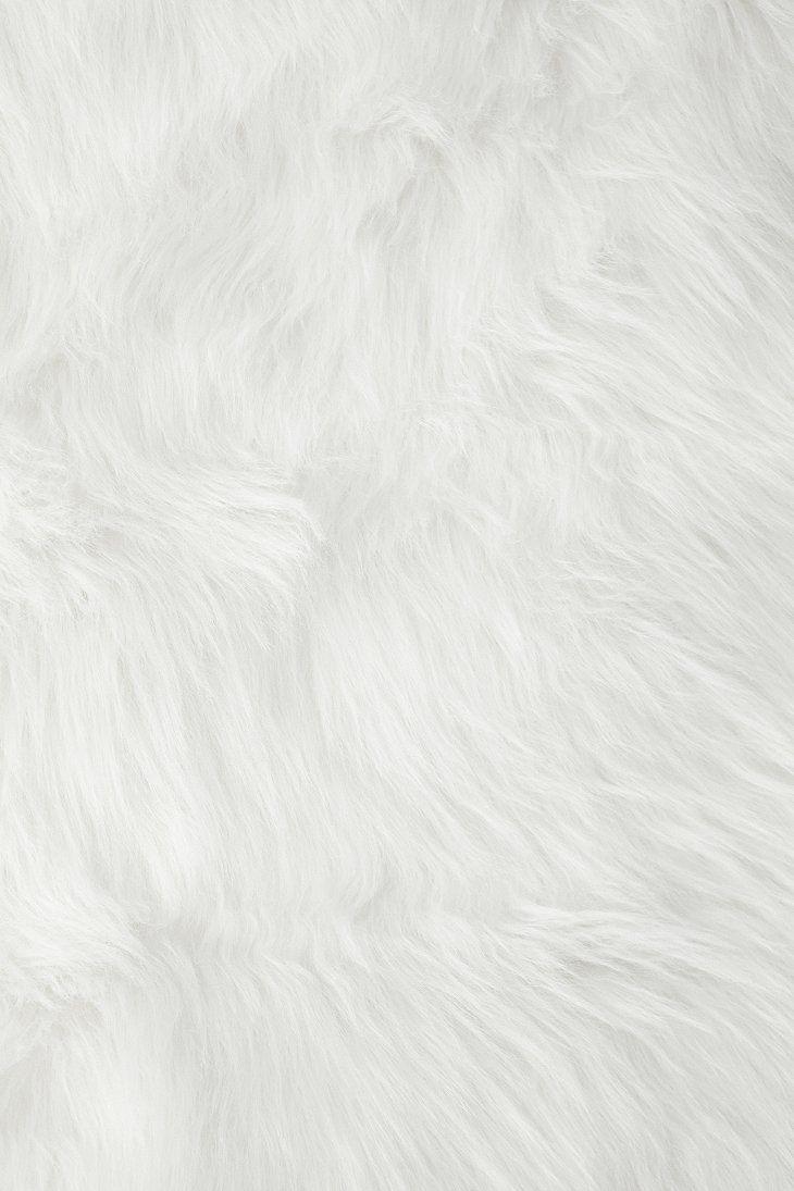 Faux Sheep Skin Rug In 2019 Sheepskin Rug White Fur Rug